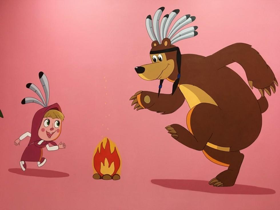 Детский день рождения в комнате Маши и Медведя